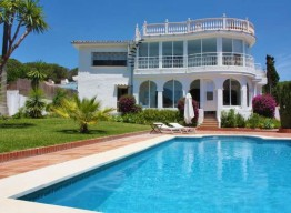 Villa With A Double Plot in Marbella - homeandhelp.com