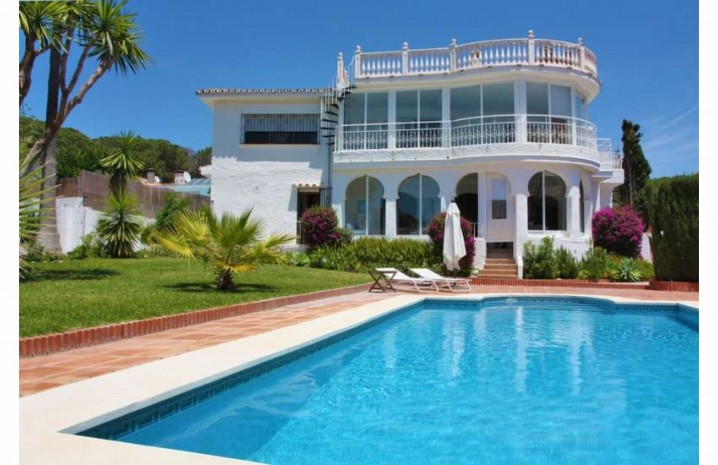 Villa With A Double Plot in Marbella - 1 - homeandhelp.com