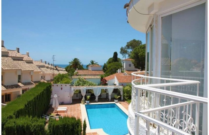 Villa With A Double Plot in Marbella - 4 - homeandhelp.com