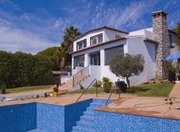 Renovated Villa In Puerto Cabopino - homeandhelp.com