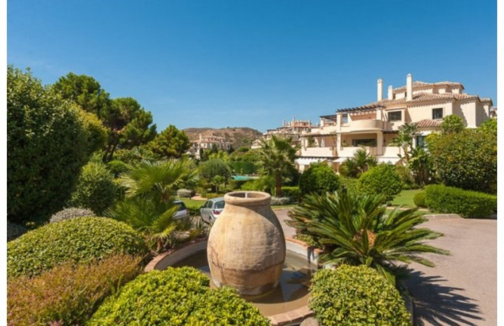 Duplex Penthouse In Benahavis - 14 - homeandhelp.com