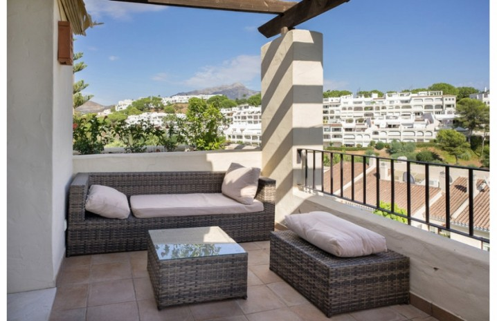 Penthouse In Benahavis - 1 - homeandhelp.com