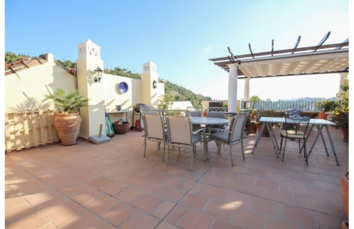 Frontline Golf Penthouse In Benahavis - 7 - homeandhelp.com
