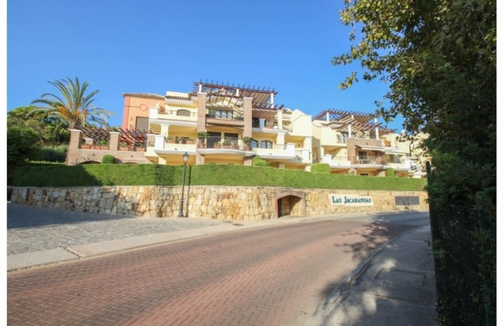Frontline Golf Penthouse In Benahavis - 8 - homeandhelp.com