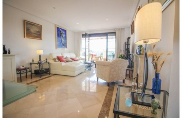 Frontline Golf Penthouse In Benahavis - 9 - homeandhelp.com