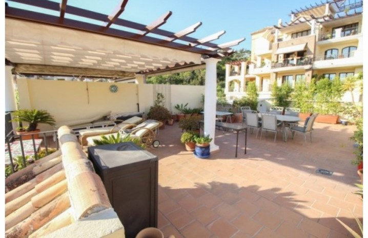 Frontline Golf Penthouse In Benahavis - 10 - homeandhelp.com
