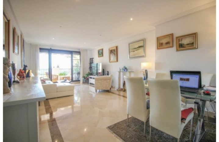 Frontline Golf Penthouse In Benahavis - 11 - homeandhelp.com