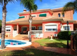 Family Villa in Elviria - homeandhelp.com