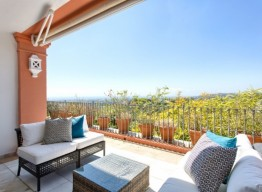 Elevated Apartment In Benahavis - homeandhelp.com