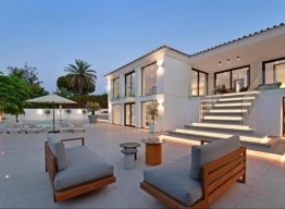 Luxurious Villa In Nueva Andalucia - homeandhelp.com