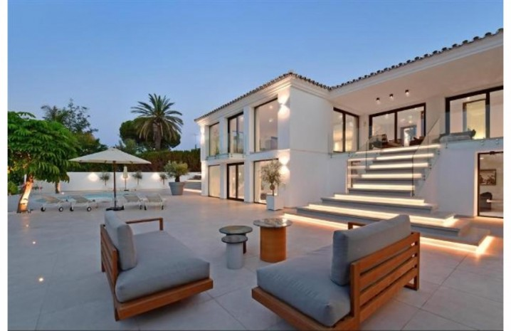 Luxurious Villa In Nueva Andalucia - 1 - homeandhelp.com