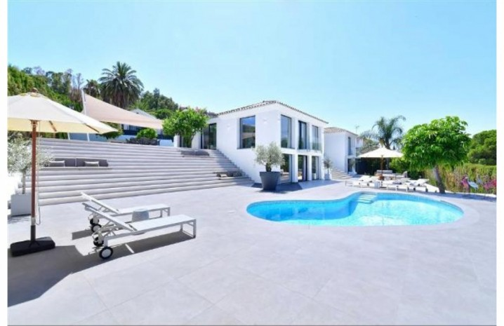 Luxurious Villa In Nueva Andalucia - 2 - homeandhelp.com