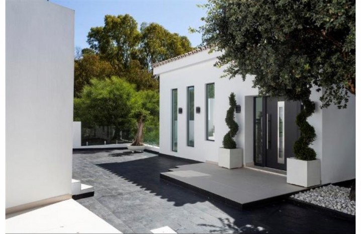 Contemporary Villa In Elviria - 4 - homeandhelp.com
