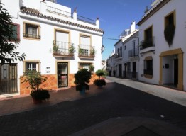 Plot In Estepona - homeandhelp.com