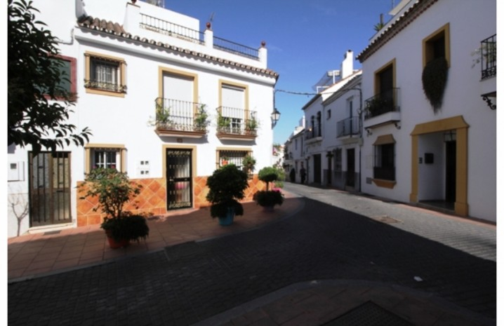 Plot In Estepona - 1 - homeandhelp.com