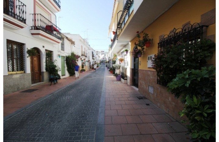 Plot In Estepona - 2 - homeandhelp.com