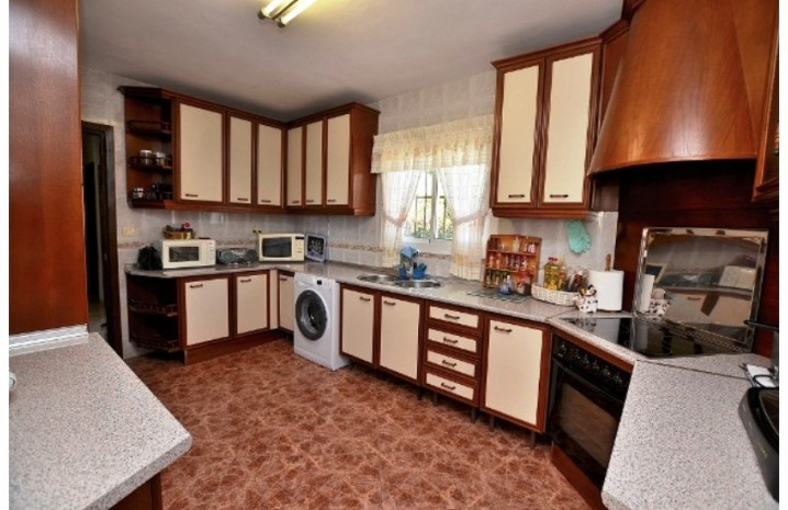 1 Level Villa In Arroyo De La Miel - 10 - homeandhelp.com