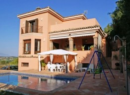 Villa In Sotogrande - homeandhelp.com