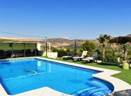Villa With Huge Plot In Pizarra - homeandhelp.com