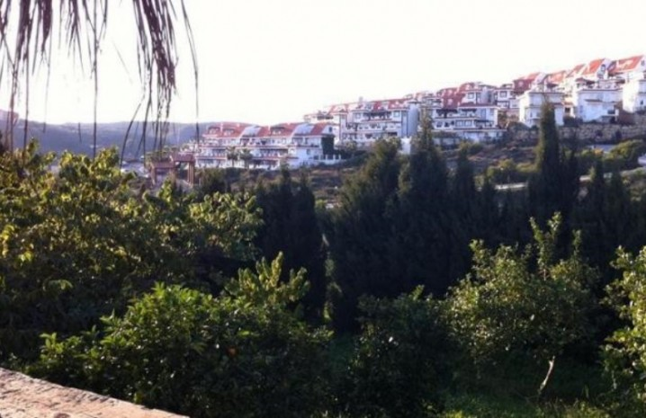 4 Bedroom Townhouse With A Pool In Sabinillas - 4 - homeandhelp.com