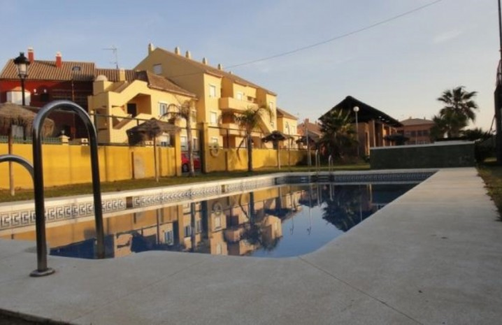 3 Bedroom Townhouse With Sea Views In Sabinillas - 1 - homeandhelp.com