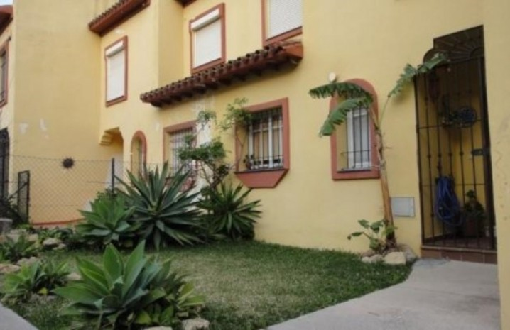 3 Bedroom Townhouse With Sea Views In Sabinillas - 3 - homeandhelp.com