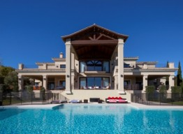 Villa With Golf Views In Sotogrande - homeandhelp.com