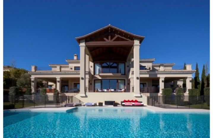 Villa With Golf Views In Sotogrande - 1 - homeandhelp.com