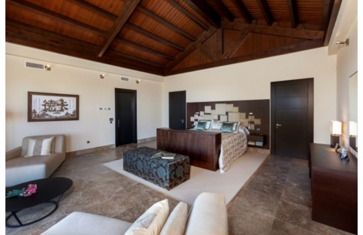 Villa With Golf Views In Sotogrande - 10 - homeandhelp.com