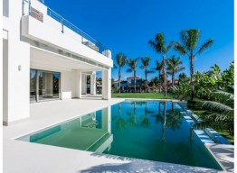 Contemporary Villa In Casasola - homeandhelp.com