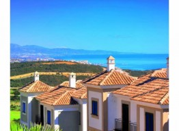 Frontline Golf Apartment In La Herencia De Casares - homeandhelp.com