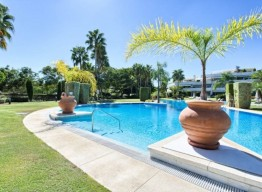 Frontline Golf Luxurious Apartment Las Brisas - homeandhelp.com
