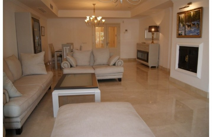 Apartment With Private Garden In Marbella - 3 - homeandhelp.com