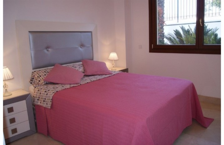 Apartment With Private Garden In Marbella - 6 - homeandhelp.com