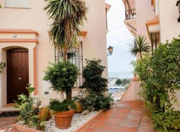 Townhouse in Estepona Port - homeandhelp.com