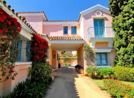 Beachside Villa in Puerto Banus - homeandhelp.com