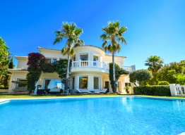 Luxurious Villa for Sale in Altos de Los Monteros - homeandhelp.com