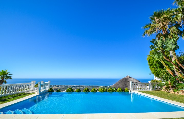 Luxurious Villa for Sale in Altos de Los Monteros - 10 - homeandhelp.com