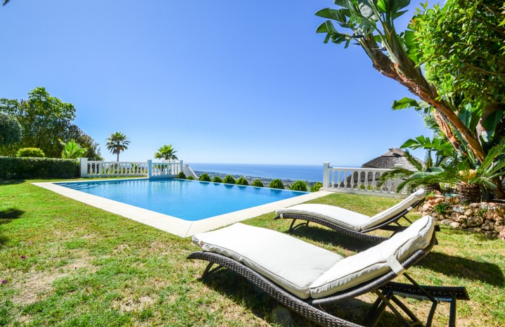 Luxurious Villa for Sale in Altos de Los Monteros - 11 - homeandhelp.com
