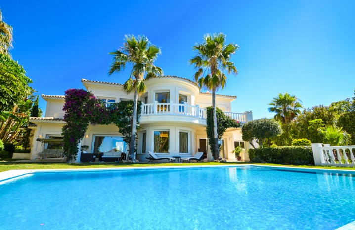 Luxurious Villa for Sale in Altos de Los Monteros - 2 - homeandhelp.com
