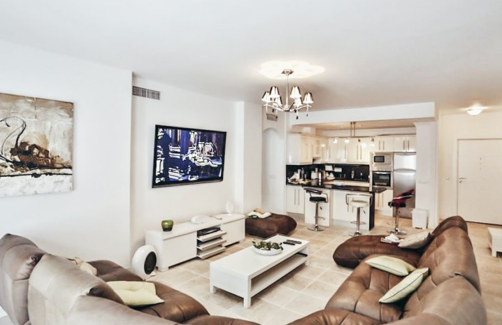 HOT! Renovated Apartment in Puerto Banus Center