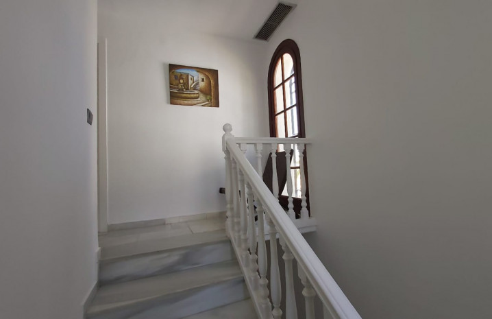 Townhouse with Sea Views in La Duquesa - 11 - homeandhelp.com