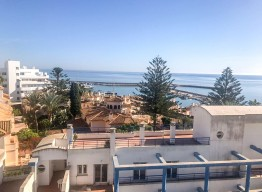 Apartment in El Pinacho with Sea Views - homeandhelp.com