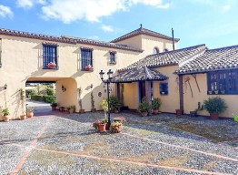Country House with Hotel License in Estepona - homeandhelp.com