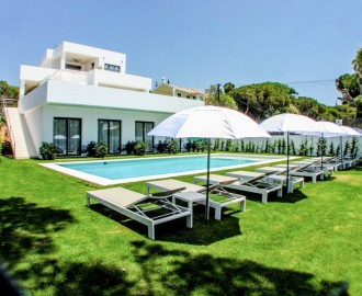 Modern Bed & Breakfast Villa in Elviria - homeandhelp.com