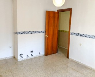 4-Bedroom Apartment in Estepona Center - homeandhelp.com