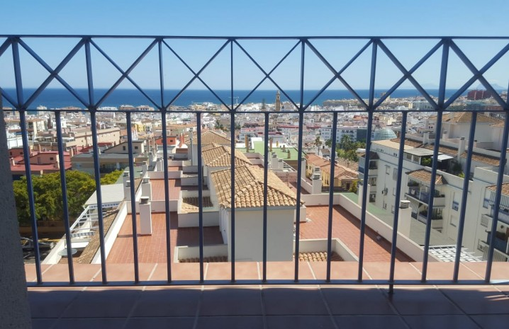 Apartment with Panoramic Sea Views in Estepona - 2 - homeandhelp.com