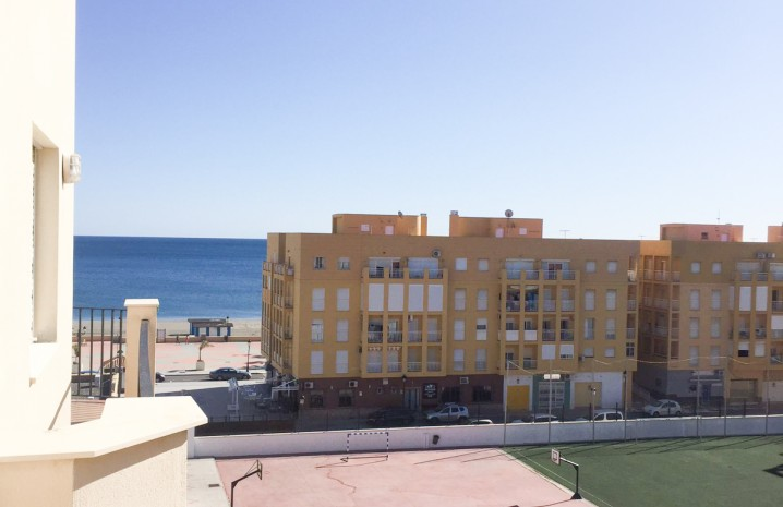Beachside Apartment in Sabinillas - 16 - homeandhelp.com