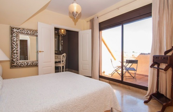 Luxurious Penthouse in Duquesa Village - 7 - homeandhelp.com