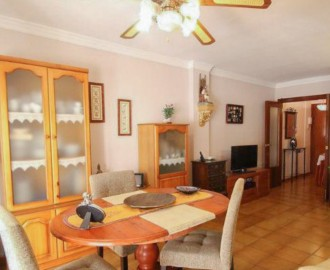 4-Bedroom Apartment in Front of the Orchidarium - homeandhelp.com